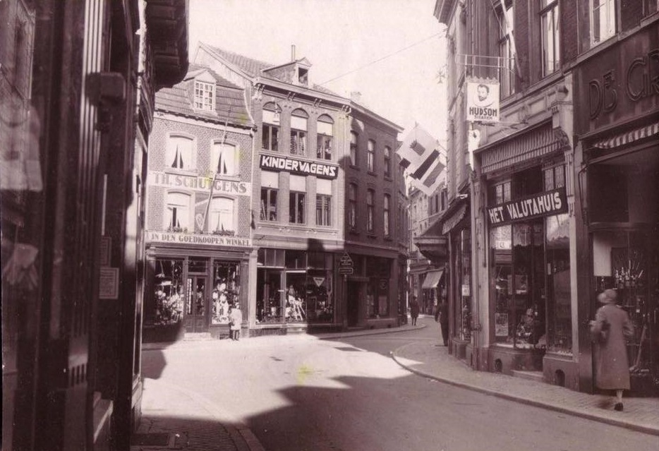 De-Limbrichterstraat-in-Sittard-1920-1930
