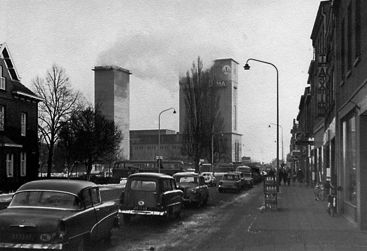Hoensbroek-Akerstraat-met-rechts-taxi-Bree