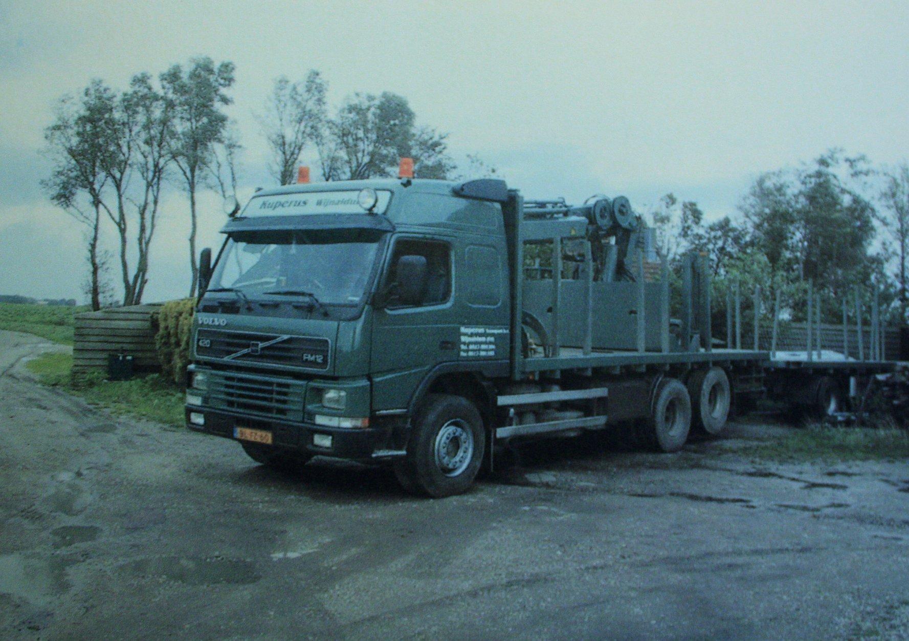 Volvo-FM-12-420-PK-die-J-Kuperus-gehad-heeft-tot-de-dag-dat-hij-met-het-bedrijf-in-Wijnaldum-is-gestopt-op-26-Juli-2006