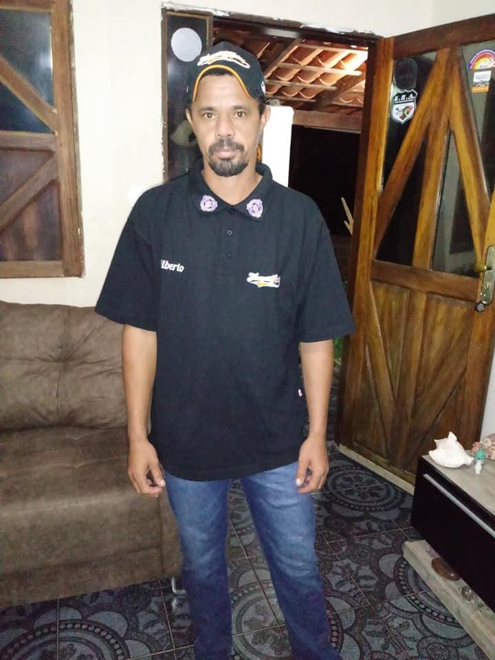 Gilberto-Matias-da-Silva-met-polo-en-cap-van-de-site.