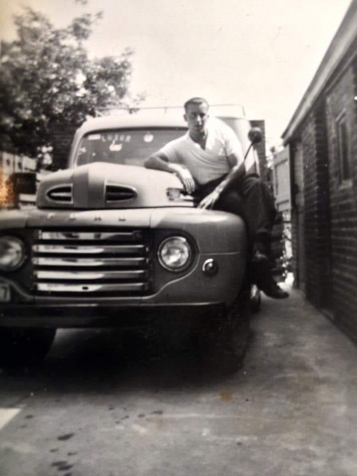 Dat-was-mijn-vader-zaliger-1948-was-ook-bierhandelaar-Ford-F1-Eddy-Annemie-Olivier-Deschamps-1
