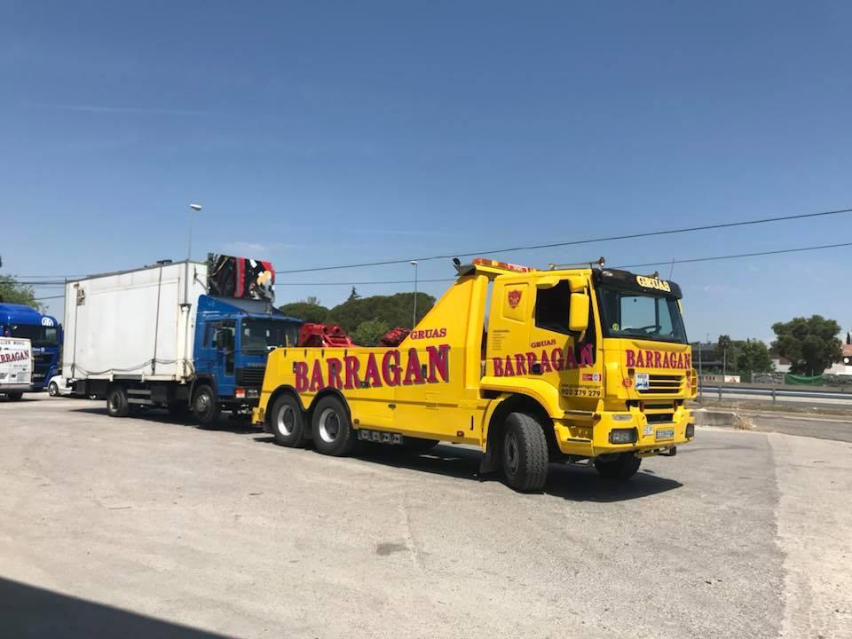Remolcando-camion-de-feria-directo-a-Ourense