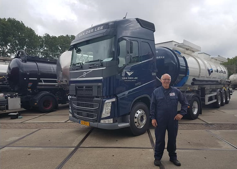 Jos-van-Lier-met-de-nieuwe-23-6-2017-4-en-van-Hool-gecoate-tank