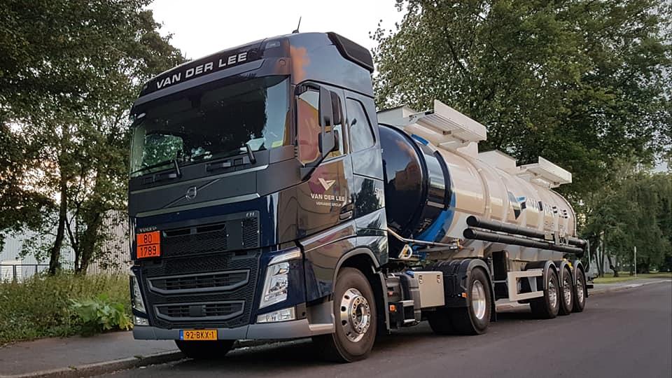 Jos-van-Lier-met-de-nieuwe-23-6-2017-5-en-van-Hool-gecoate-tank