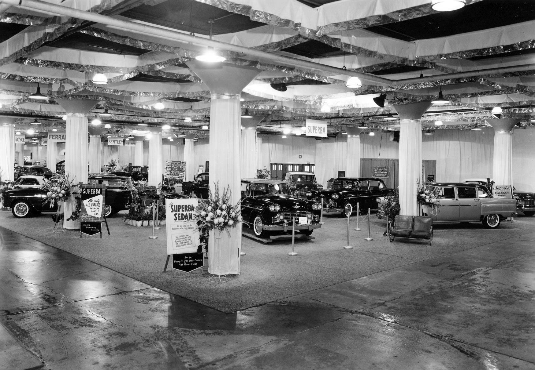 Checker-at-Chicago-Auto-Show-1960-2
