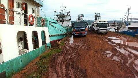 Mkhaleedy-Mwanja--Offloading-point-at-jinja-port--Uganda-zone[1]
