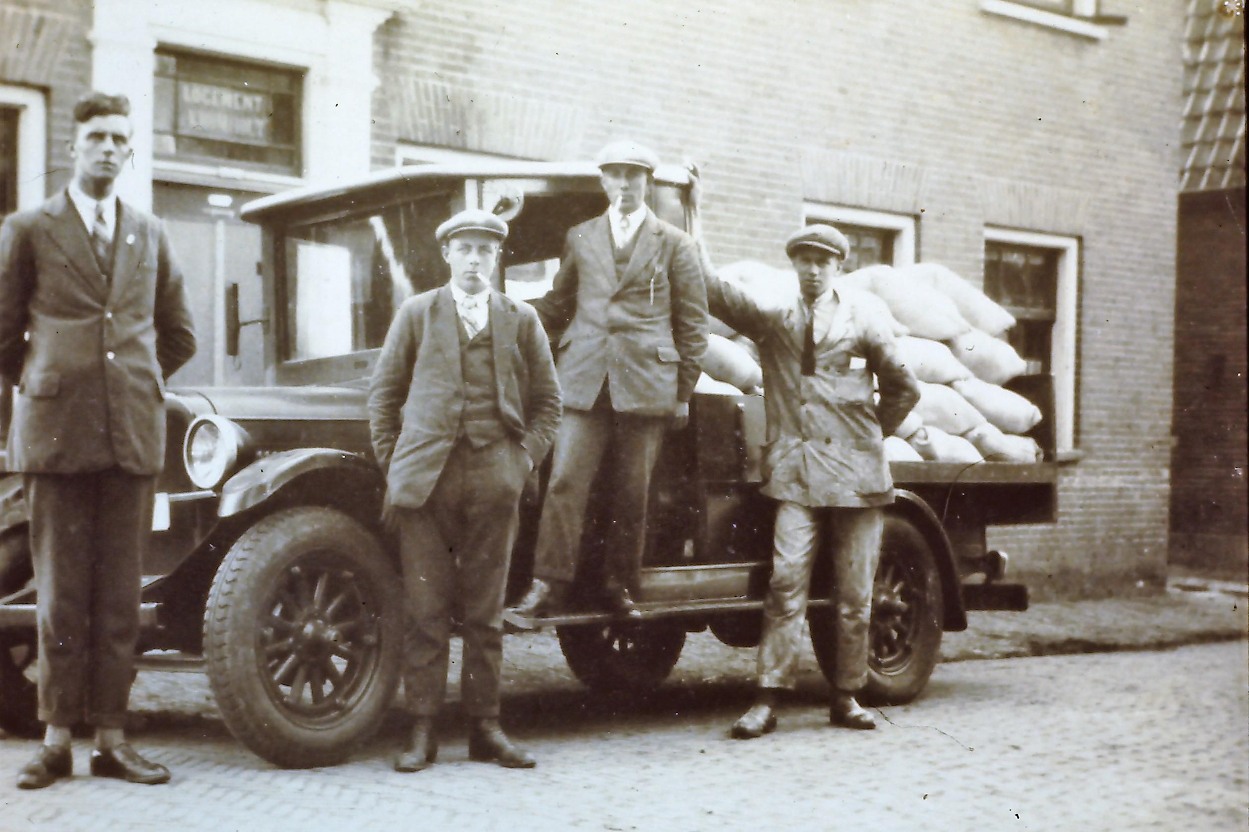 1930-Klaver_Akzo_vrachtwagen