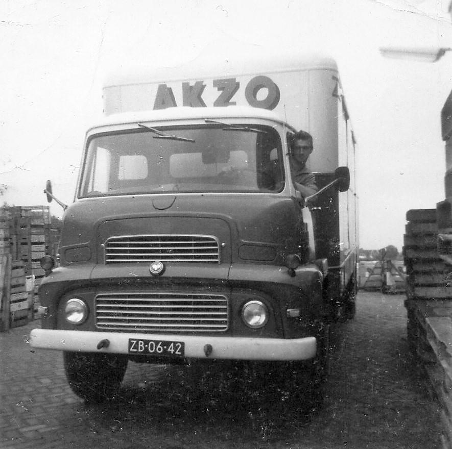 1964_Chauffeur_Roel_de_Regt-Dodge
