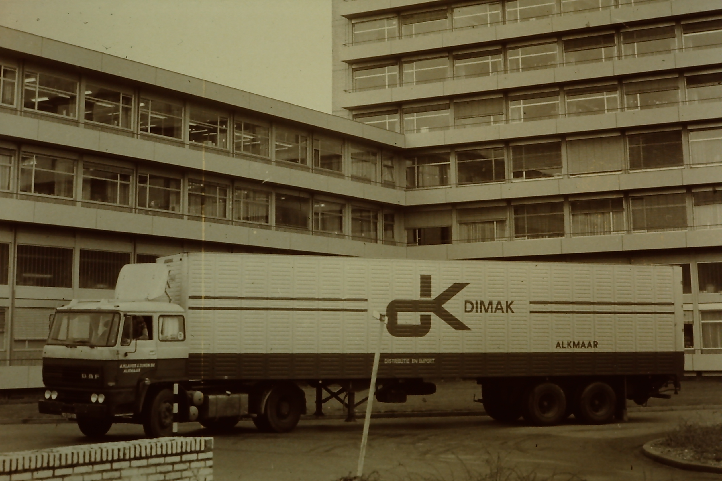 1975-_DAF_2300_met_DAF_Euro-trailer