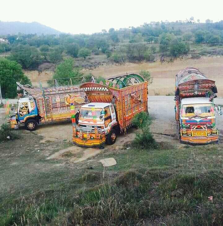 India-on-road-parking