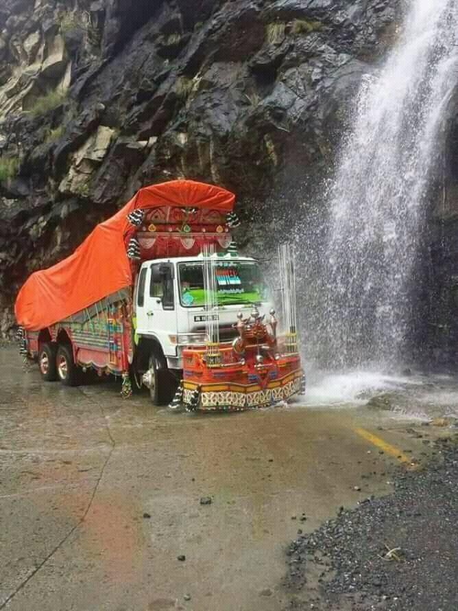 india-road-Mohammad-Waseem-Jara