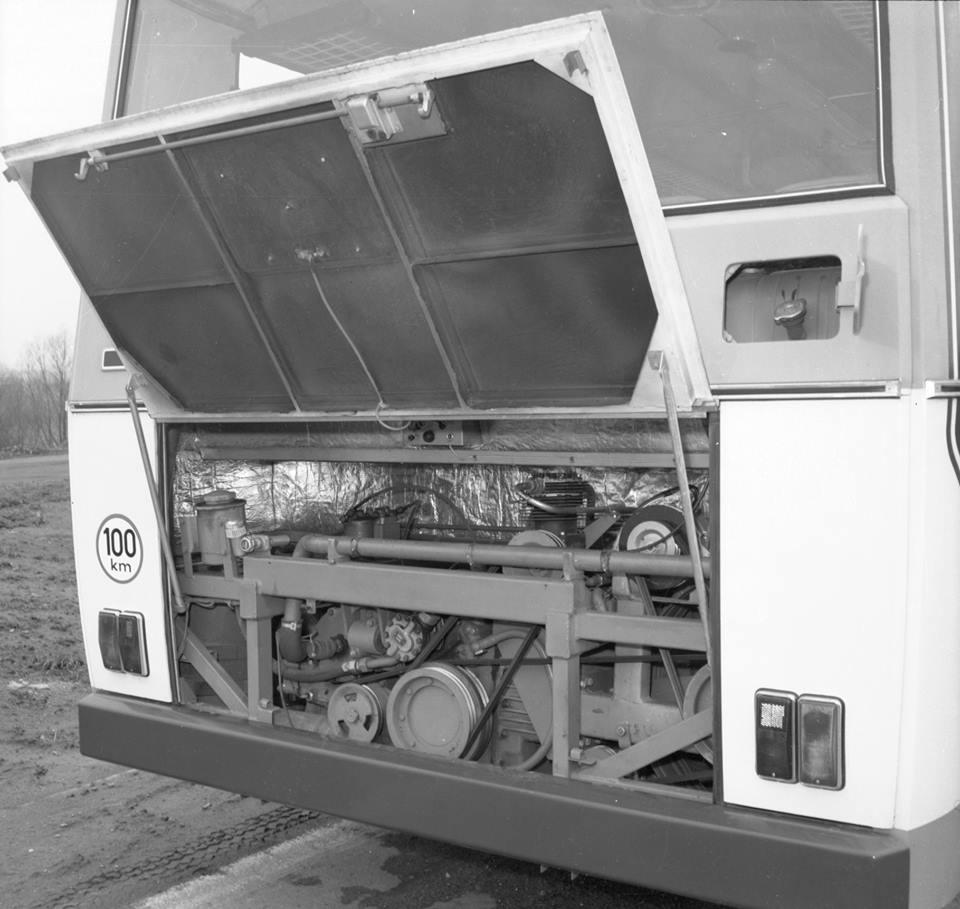 De-motor--liaz-ml-636--was--in-tegenstelling-tot-toen--geproduceerd-met-een-reeks-van-11