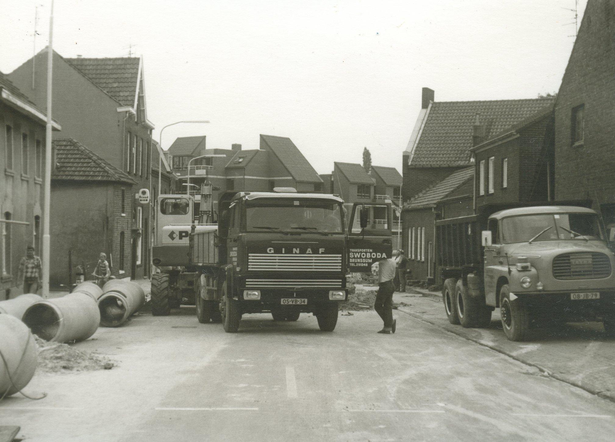 Maasrtichterstraat-aan-waar-de-riolering-in-1977-te-Brunssum