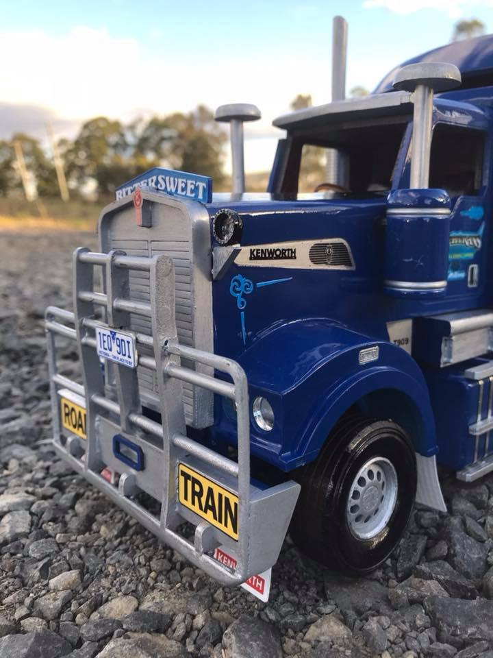 Wooden-model-of-a-Kenworth-T909-and-quad-Dunn-s-livestock-trailer-setup-for-Borchtrans-2