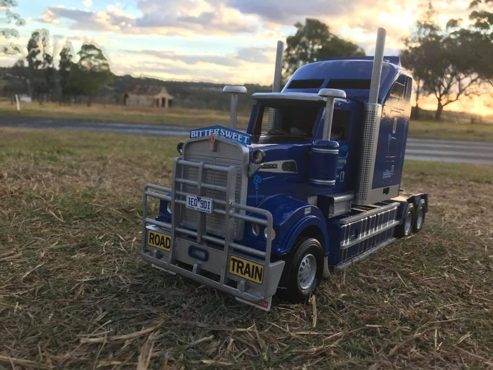 Wooden-model-of-a-Kenworth-T909-and-quad-Dunn-s-livestock-trailer-setup-for-Borchtrans-6