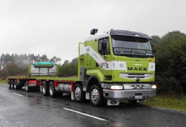 REnault-cabine-Masck-uitvoering-525-Cummins-motor-NZ-road-trailer