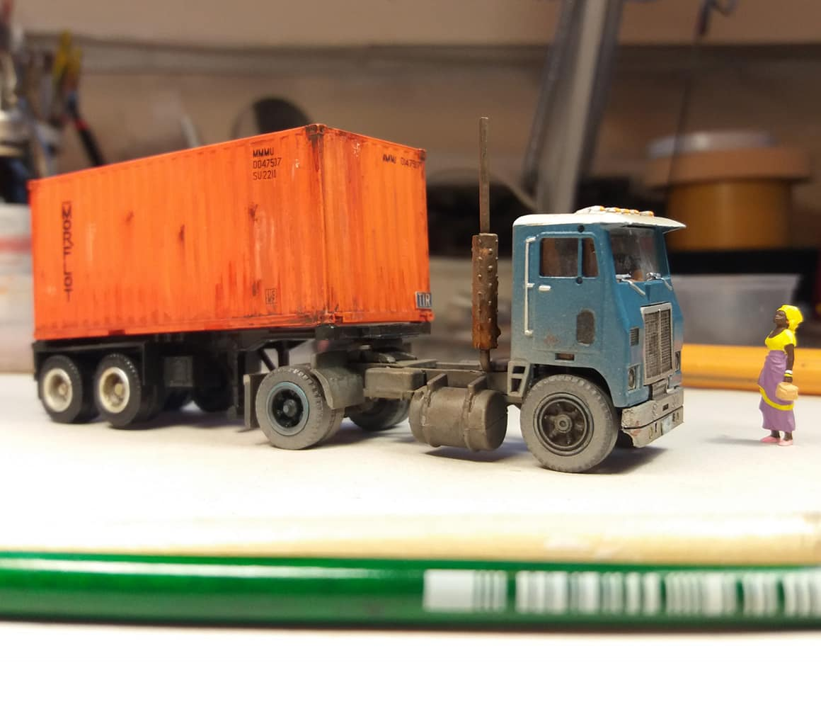 White-truck-model-with-sea-container-from-Cuba-4