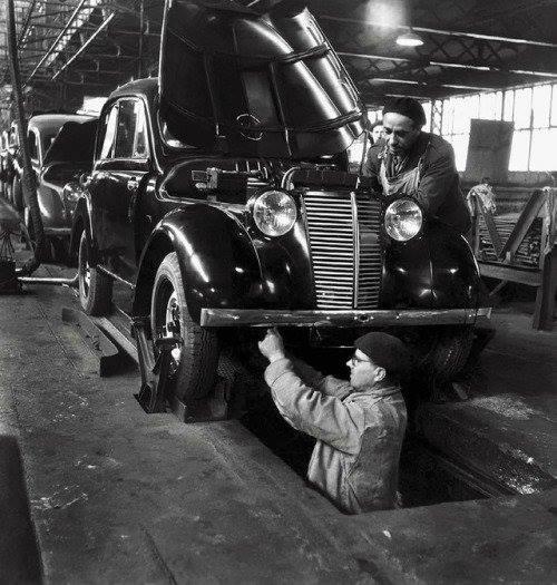 Renault-Ketting-en-primaquatre-fabriek--boulogne-botlek--1945