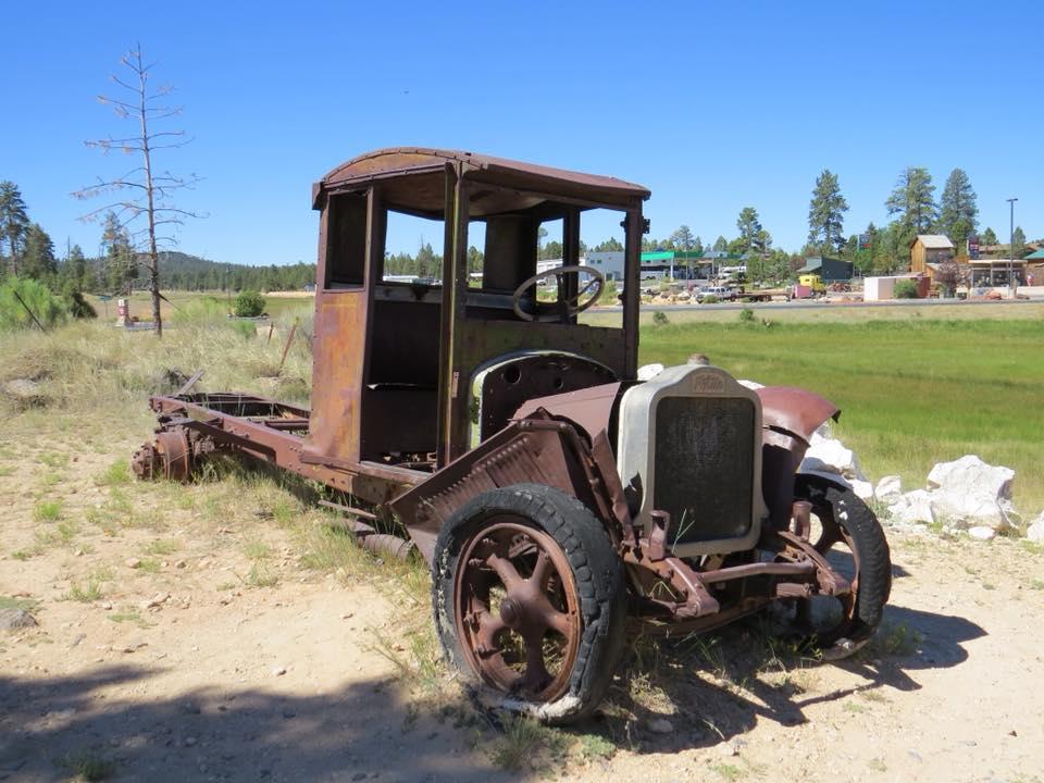 White-Truck--Bryce-Canyon--Utah