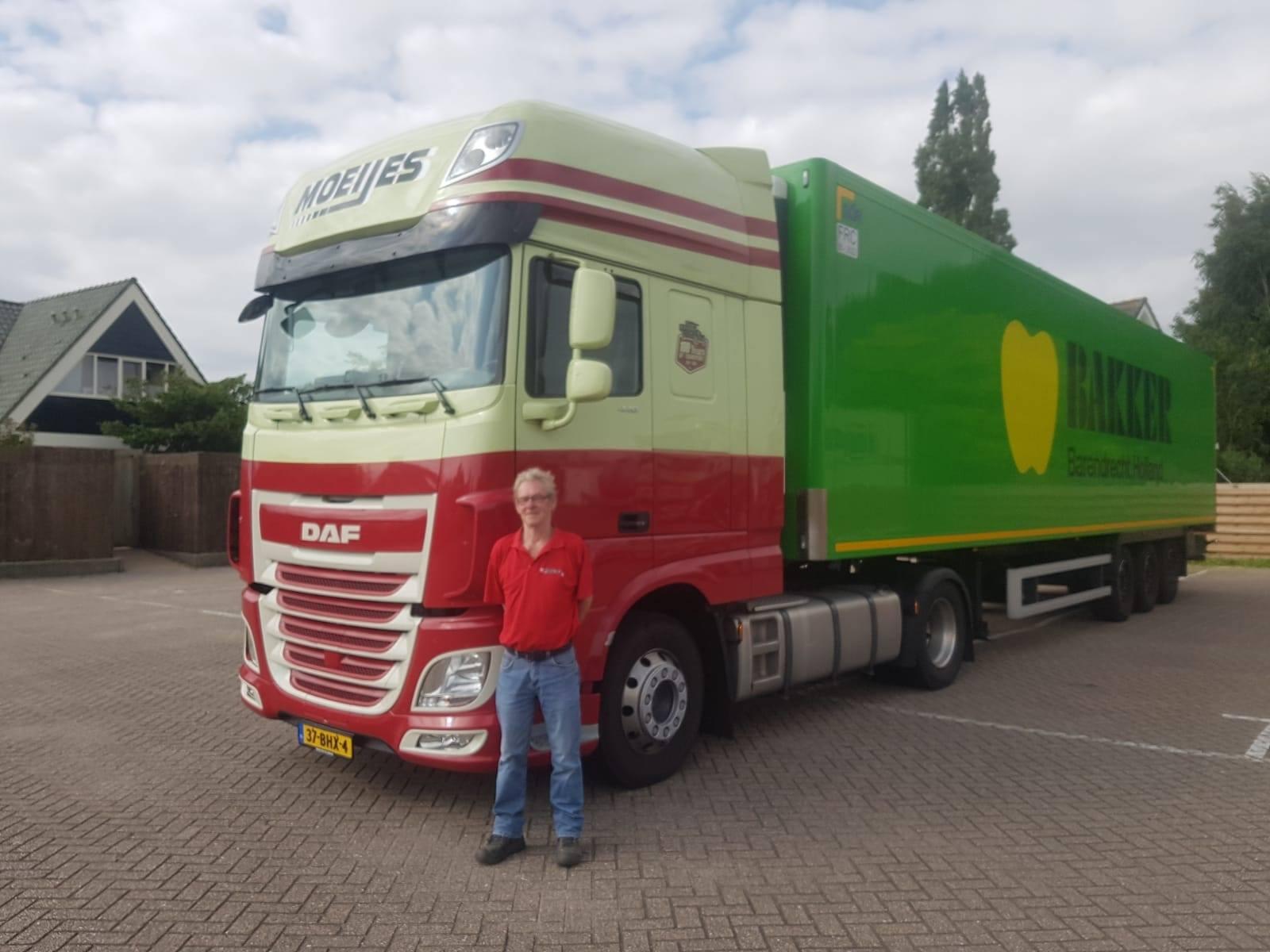 Gefeliciteerd-Rennie-Meijer-met-12-5-jaar-chauffeur-bij-Moeijes--Nog-1-jaar-tot-pensioen--maar-still-going-strong-11-7-2018