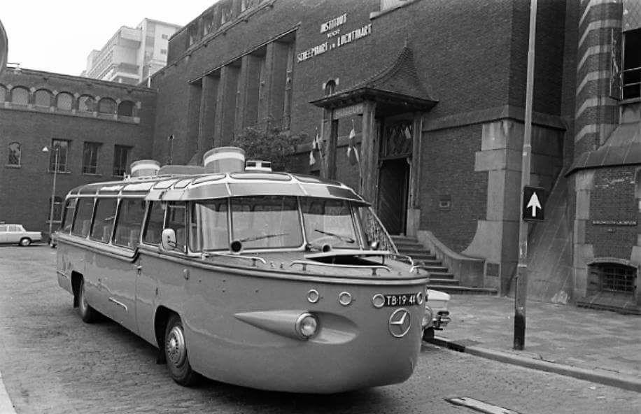 Mercedes-coach-2