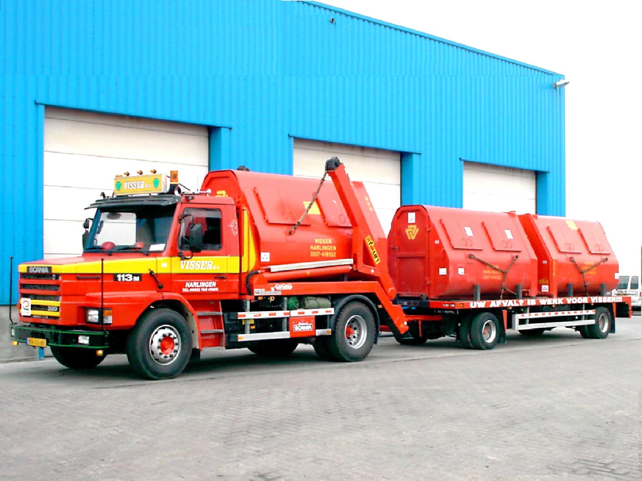 Scania-113-M-320-pk-torpedo-van-1994-met-een-Nooteboom-portaal-systeem-en-een-GS-aaanhangwagen-van-1984-van-Visser-afvalverwerking-2
