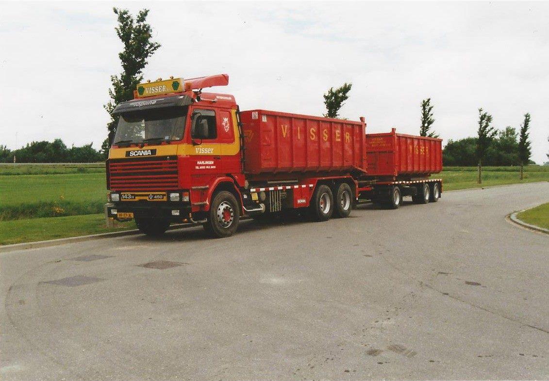 Scania-143-H-V8-is-een-Multilift-kabelssysteem-opgebouwd-door-Rondaan-met-een-RAF-container-aanhangwagen