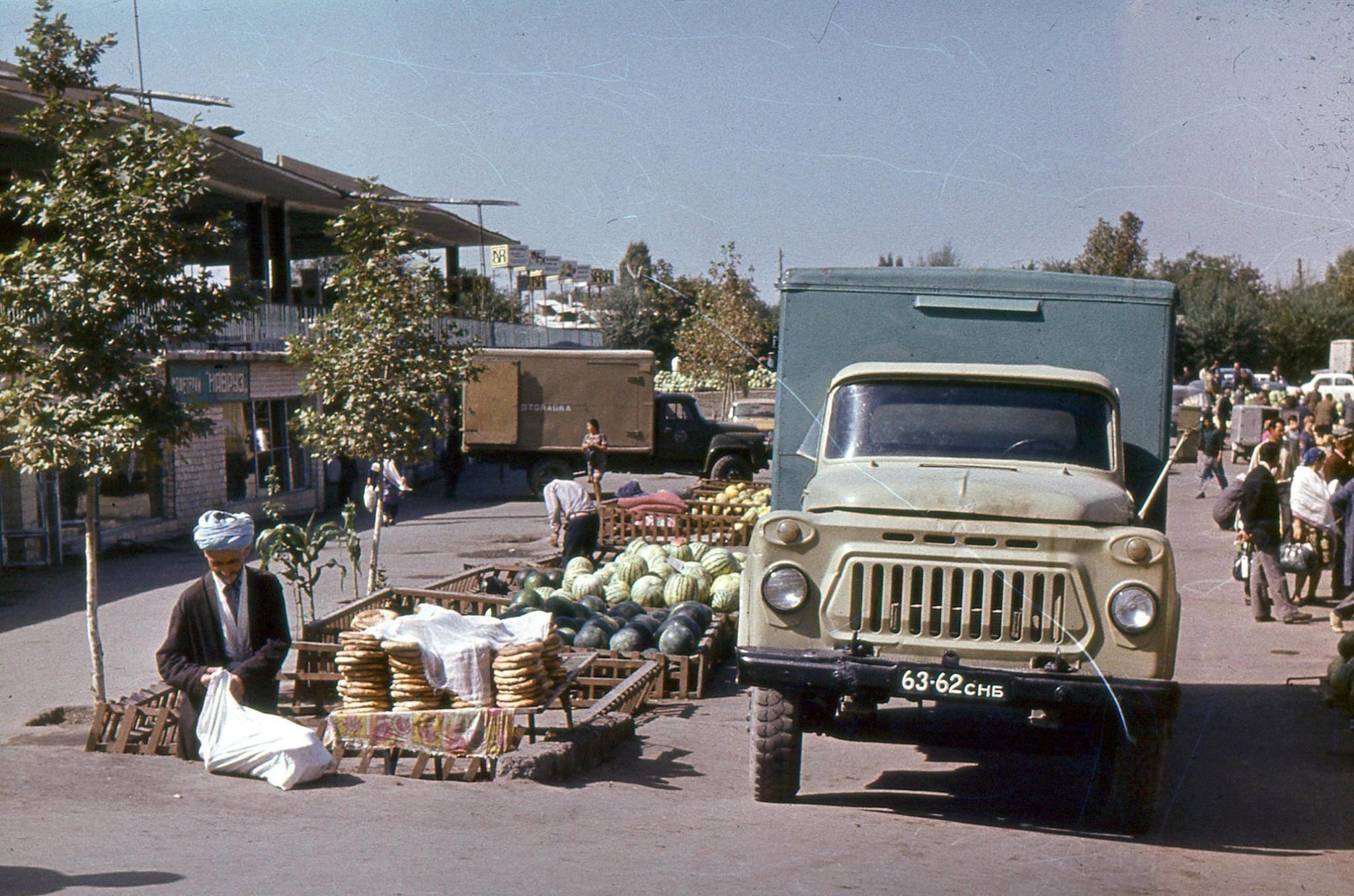 GAS-53-Samarkand--siyob-markt--1979