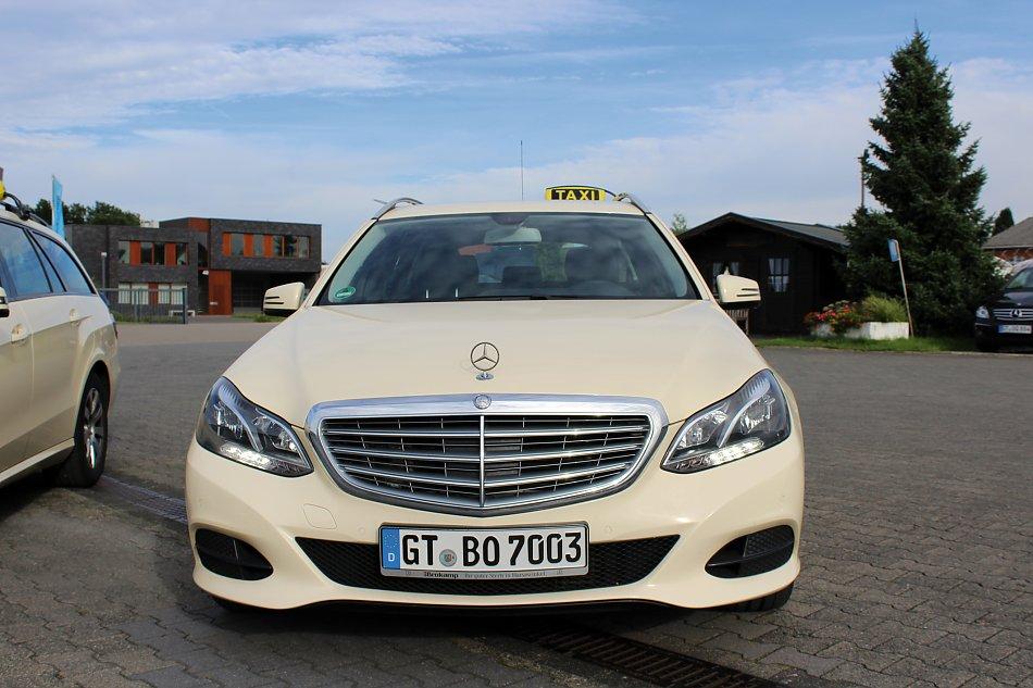 Mercedes-Benz-E220-CDI