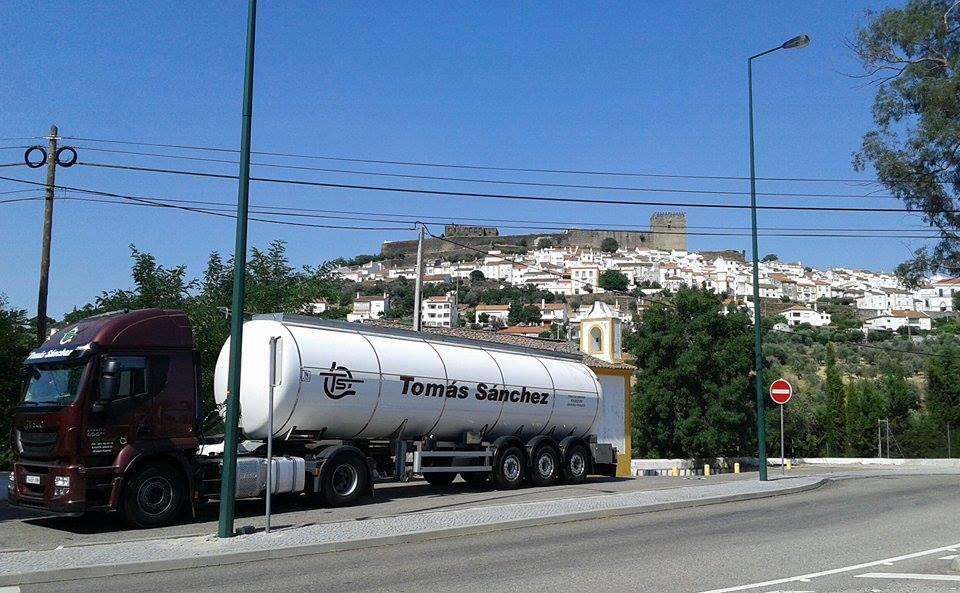 19-1-2017-vandaag-is-weer-een-van-onze-chauffeurs--Johnny-EDiana-Cordeiro--die-ons-dit-beeld-laat-krijgen-met-castelo-de-vide-portugal-achtergrond