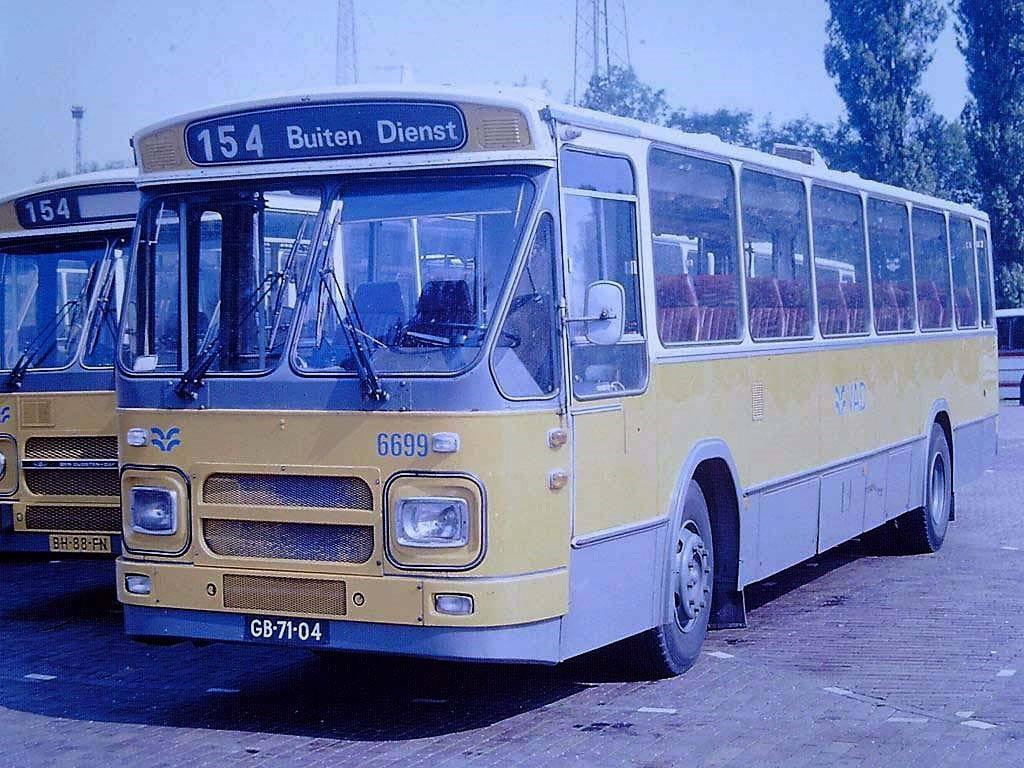 VAD-6699-Amsterdam-Jollenpad-foto-O-Horn--het-begin---aflopend---van-een-gevarieerde-autobus-serie