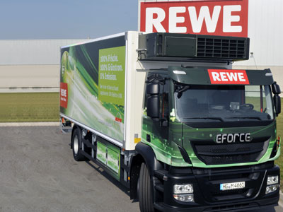 Rewe-liefert-in-Berlin-mit-einem-Elektro-Lkw-aus