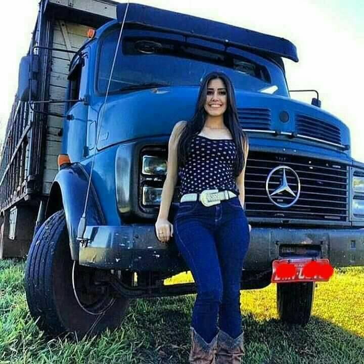 Denk-aan-een-mooie-truck--nu-die-brunette-en-bichu--Mooi-en-bonita