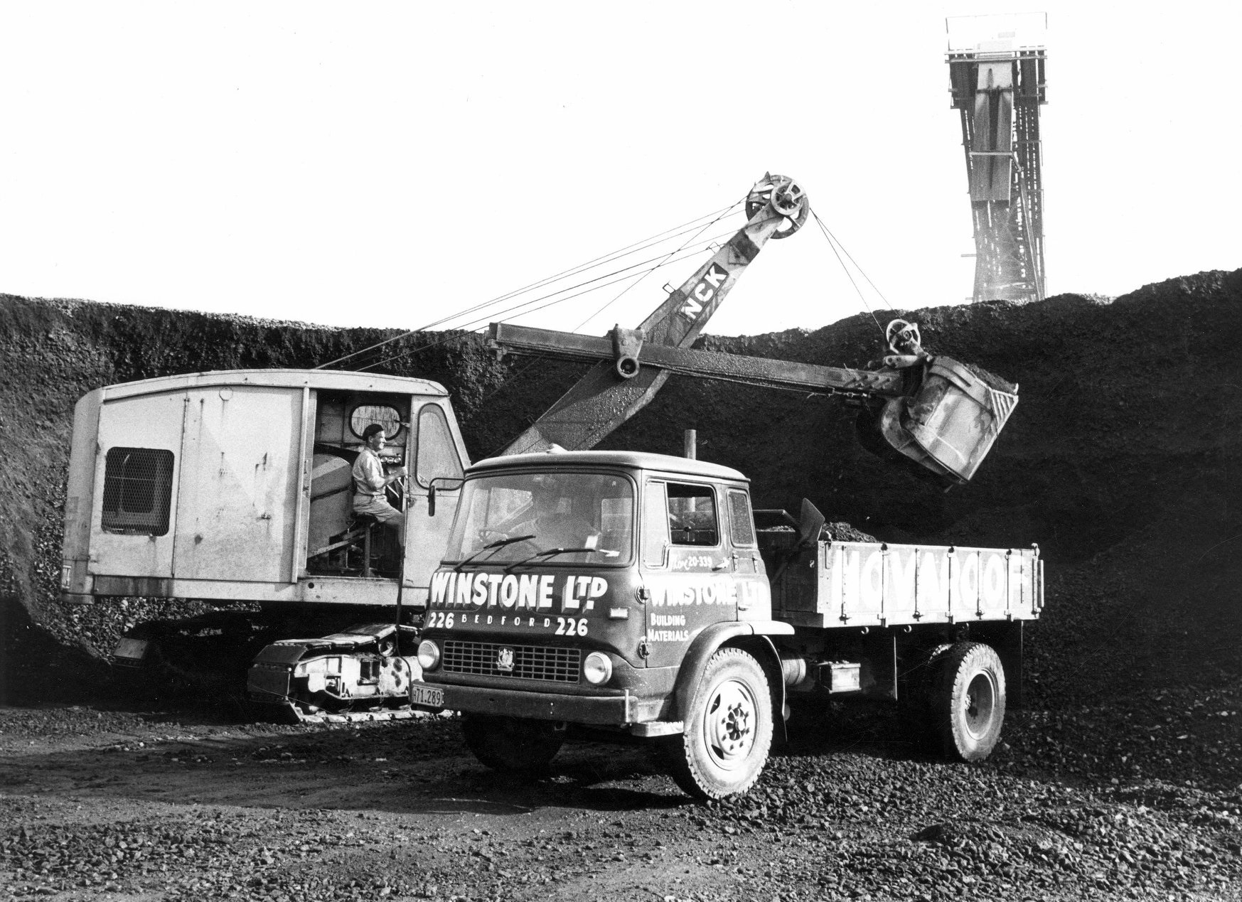 Winstone-NCK-304-shovel