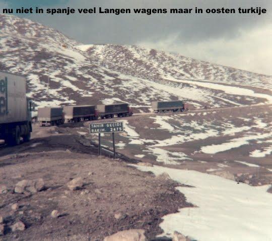 1976-nu-in-oost-turkije-file-van-Langen-wagens