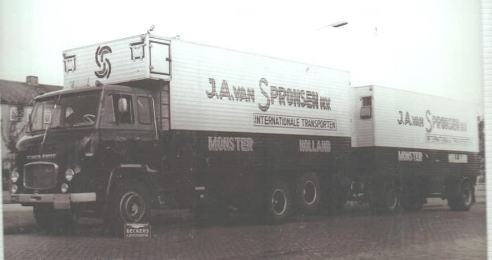 BB-64-62-Bij-Decker-in-Leiden