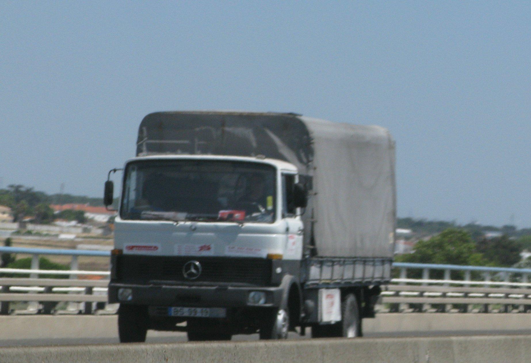 Mercedes-809