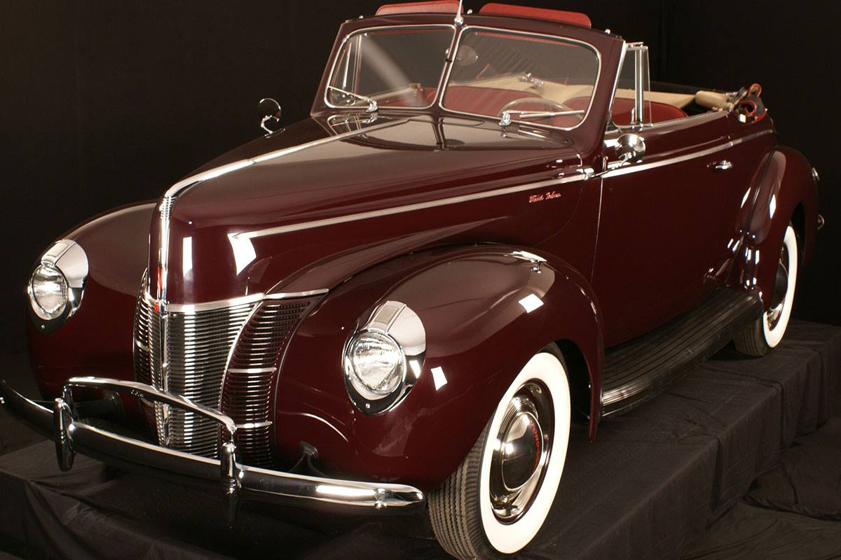 Ford-Deluxe-Convertible-1940--1