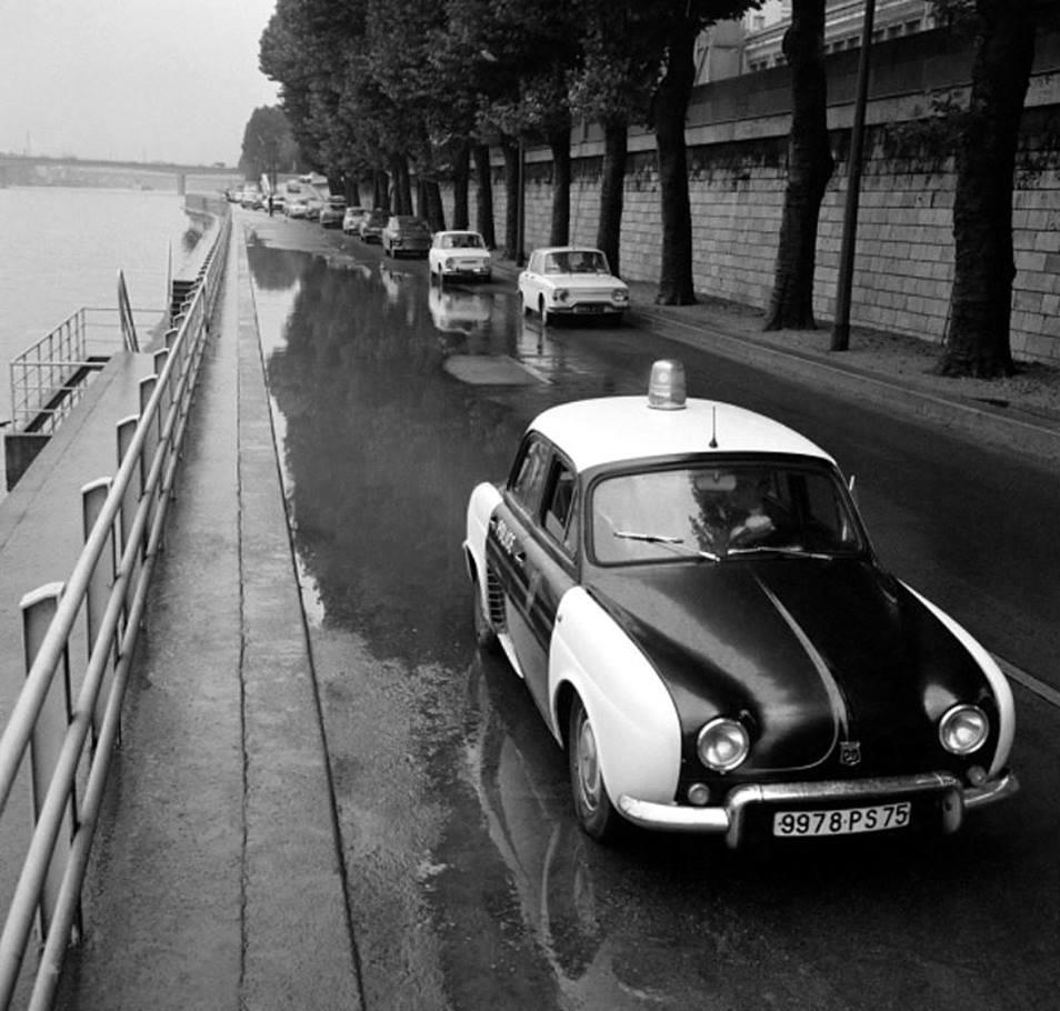 Renault-Dauphine---En-version-voiture-de-police