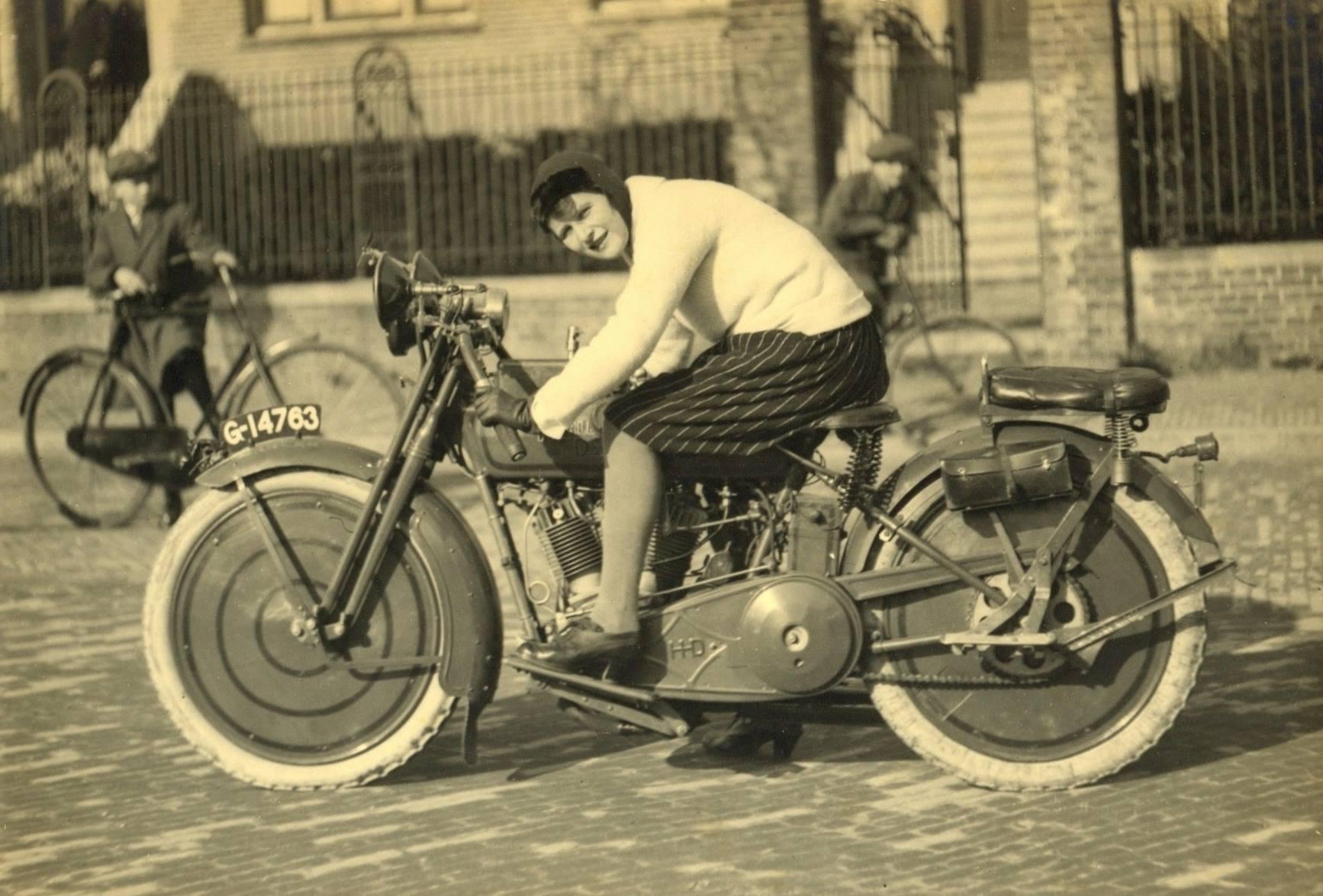 1920-Amsterdam-Harley-Davidson-Sport-20-J--