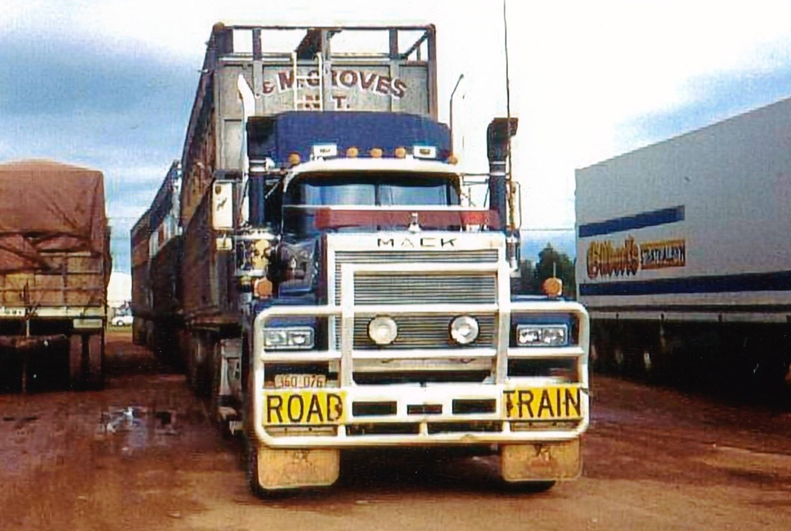 Mack--Kings-Forman-Shell-Truck-City-the-Road-Train-hook-up-yard-in-Darwin-back-in-the-1990-