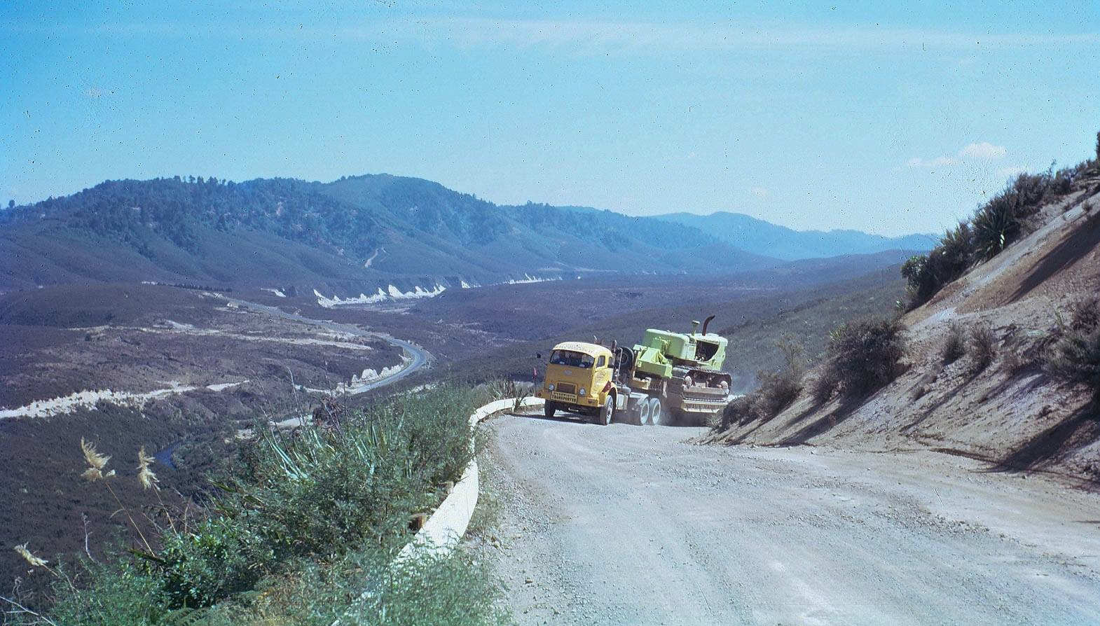 Commer-truck--Pohokura-Road-Nord-of-Trawera-1