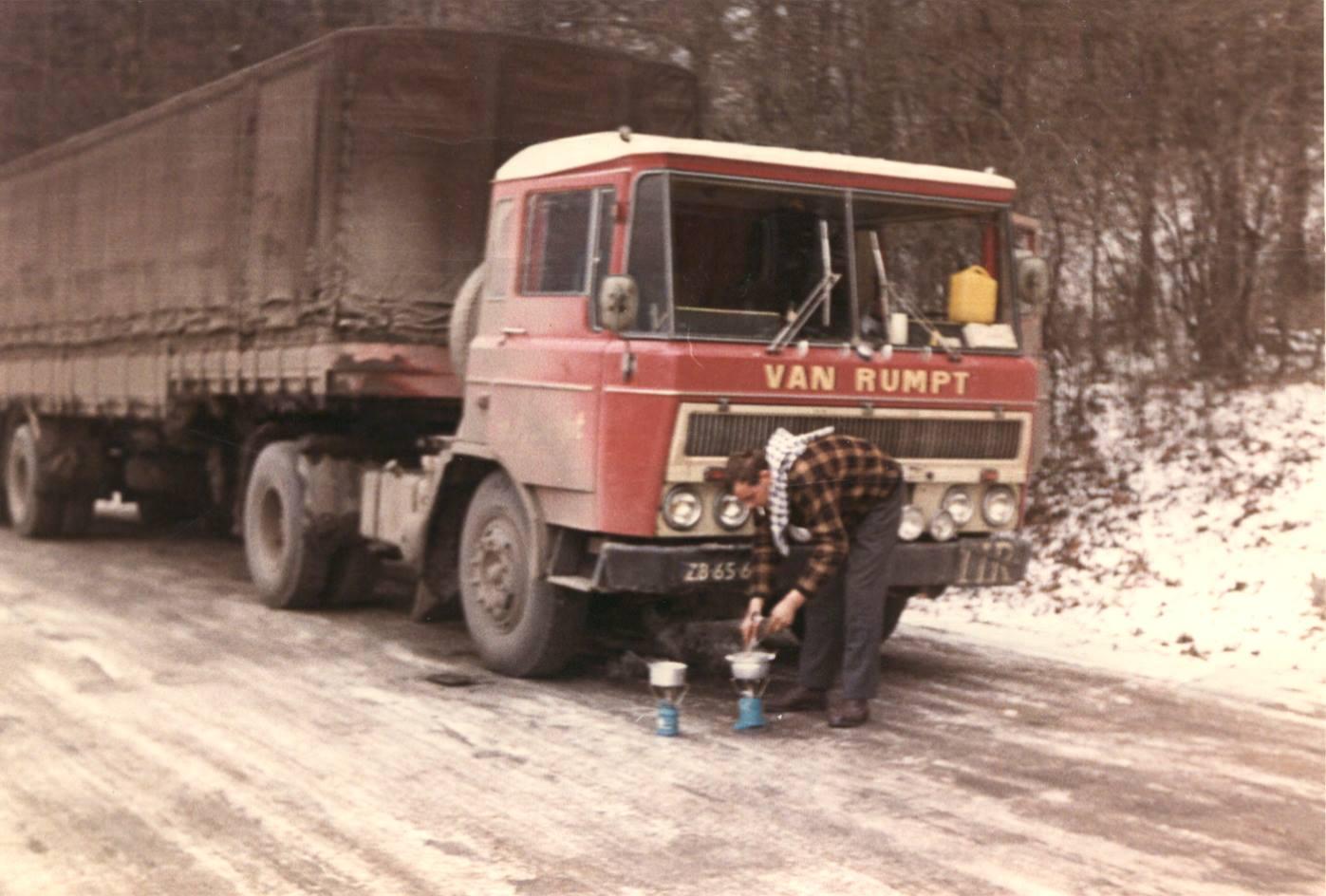 Dingeman-Geelhoed---1967-Oostenrijk-van-Rumpt-Stad-aan-het-Haringvliet-ZB-65-64--Voor-de-auto-Aren-Koningswoud--Dingeman-Geelhoed---was-de-chauffeur-op-deze-auto