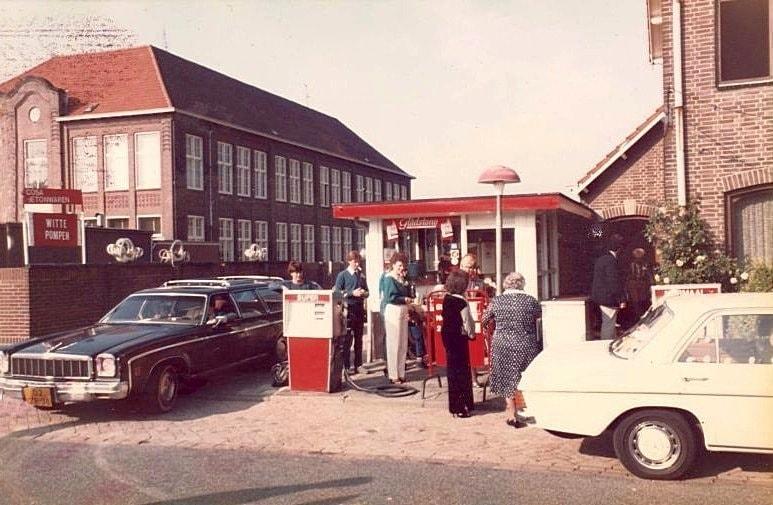 Brunssum-de-witte-pomp-aan-de-Wijenweg-van-de-Familie-Posthuma-1986