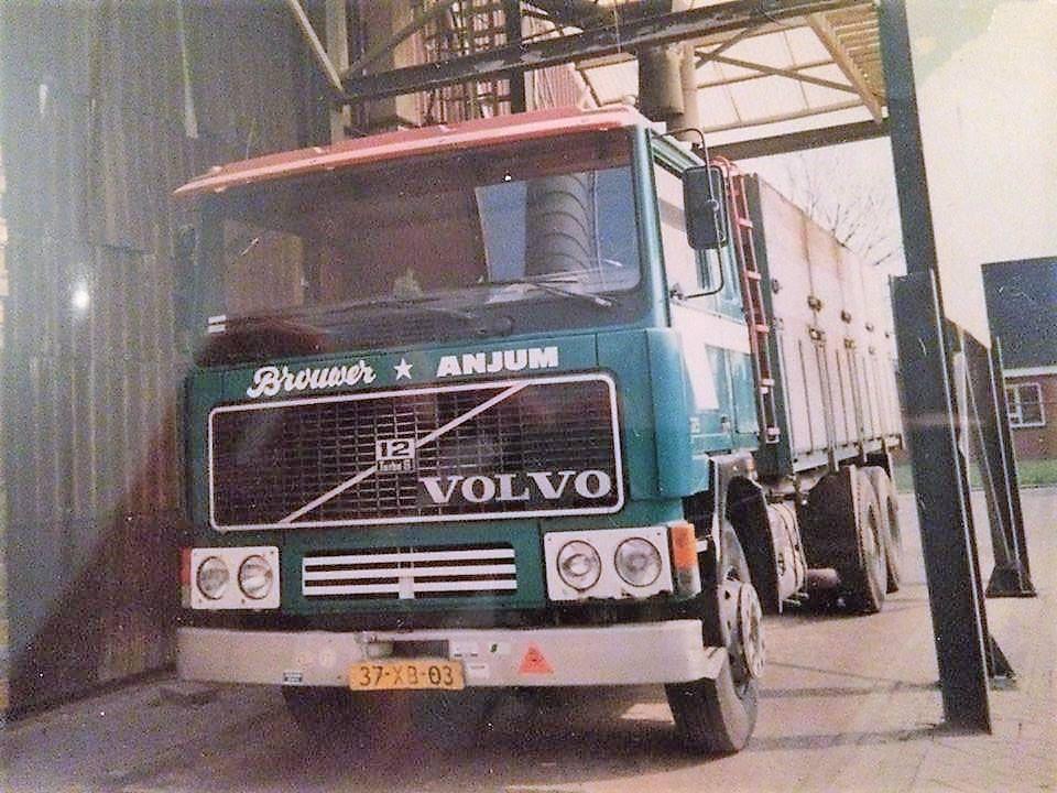 Deze-Volvo-F-12-is-eerder-een-kipperbak-opgebouwd-maar-later-is-er-door-Rondaan-uit-Beetgum-een-bulk-installatie-