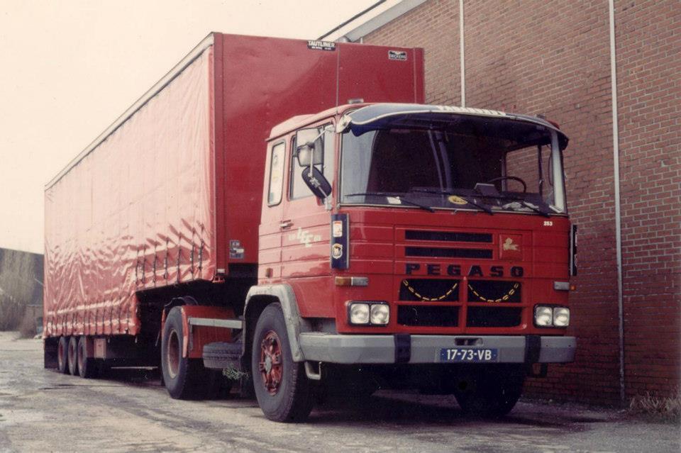 Deze-combinatie-werd-ingezet-voor-Avebe-producten-af-Veendam-richting-Belgieen-oud-papier-af-Antwerpen-naar-karton-fabrieken-Groningem