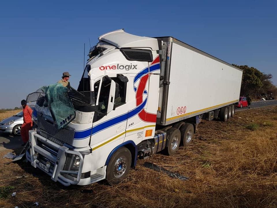 Accident-in-Chinhoyi-Zimbabwe--13-10-2018--2
