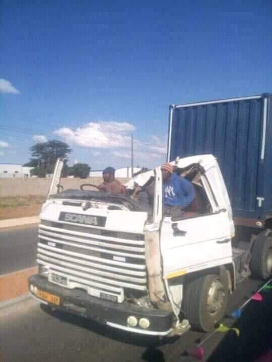 Scania-cabrio-in-Meanwhile-Tanzania