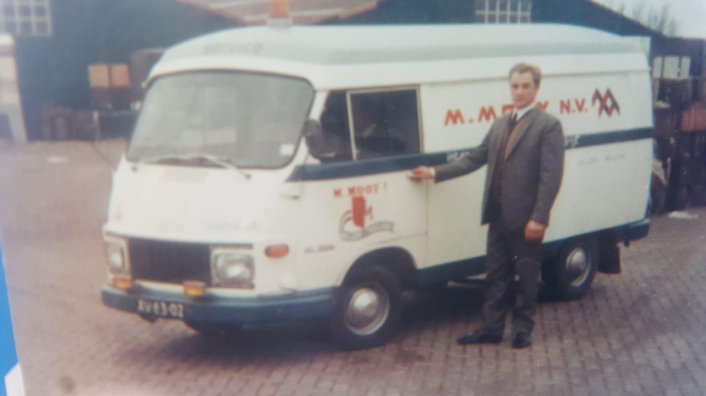 Piet-Sonneveld-met-garagebus