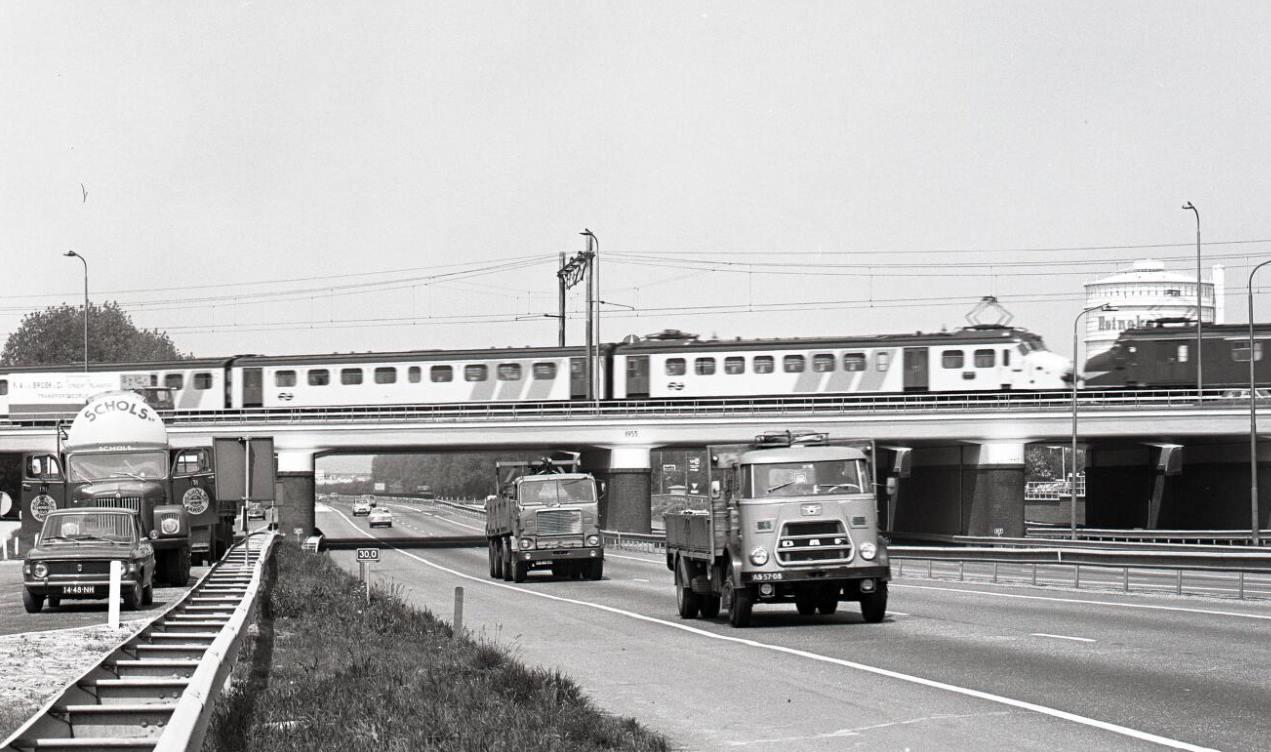 1971-Utrecht-Rijksweg-2-Verkeersplein-Hooggelegen